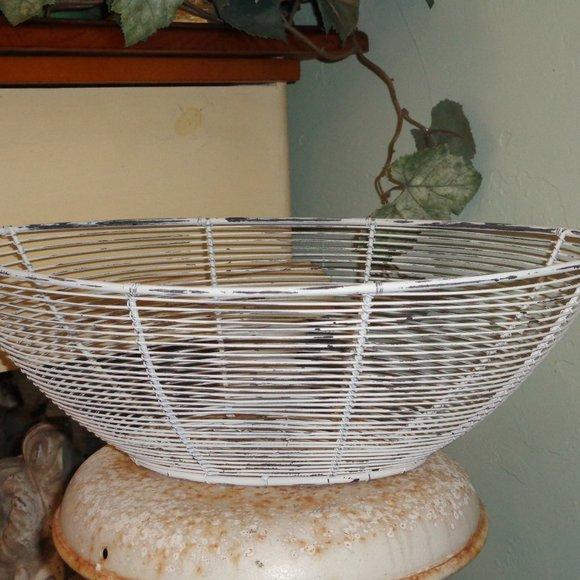 Chippy White Vintage Farmhouse Wire Basket